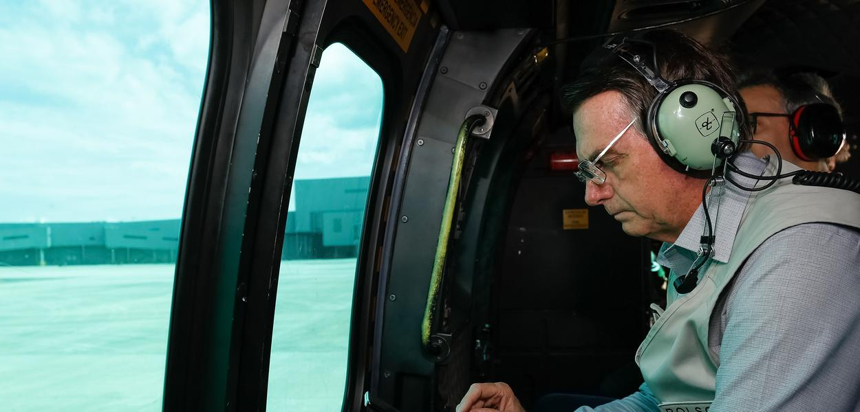 O Presidente da República, Jair Bolsonaro, durante sobrevoo da região atingida pelo rompimento da barragem Mina Córrego do Feijão, em Brumadinho/MG.Foto: Isac Nóbrega/PR