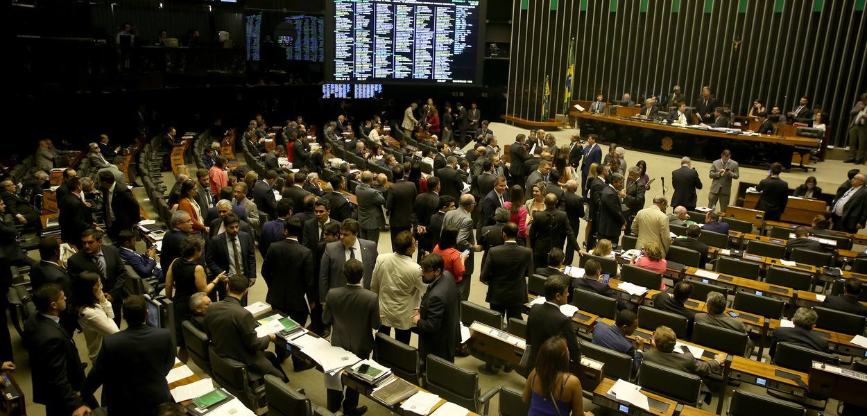 Brasília - Plenário da Câmara dos Deputados vota destaques e MP sobre parcelamento de dívidas (Wilson Dias/Agência Brasil)