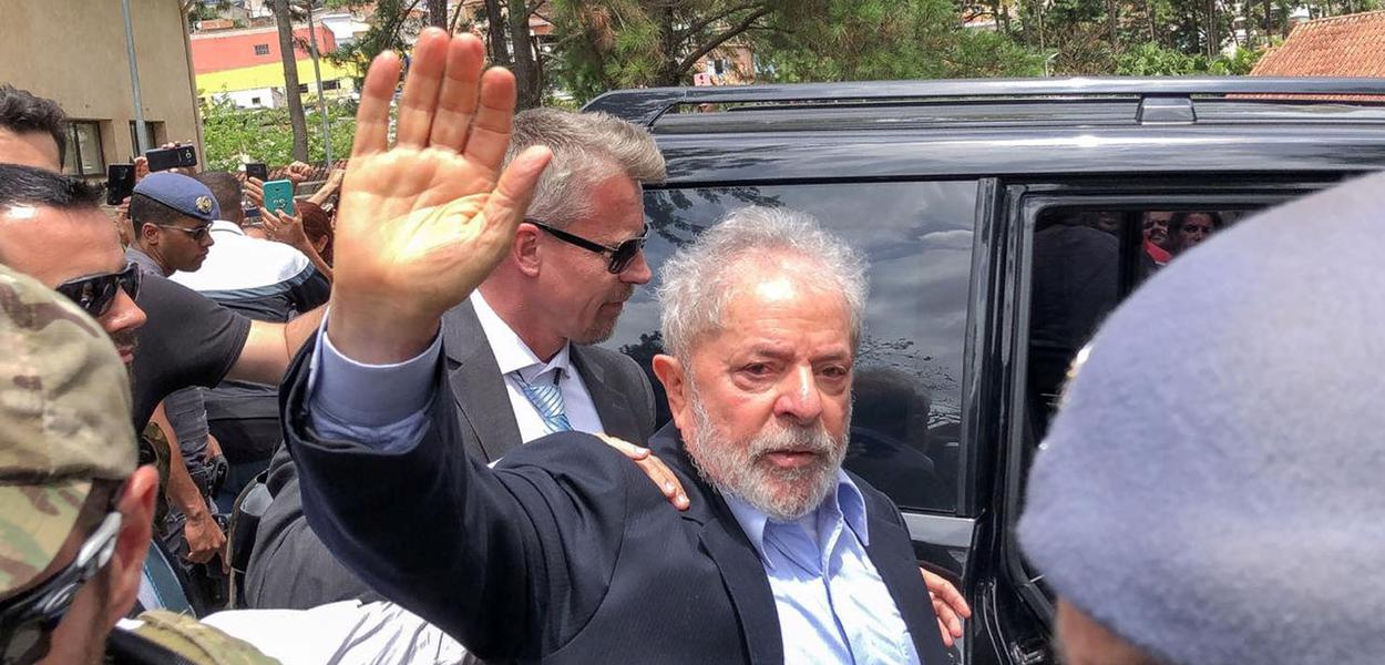 Brazil's former President Luiz Inacio Lula da Silva, leaves for the cemetery to attend the funeral of his 7-year-old grandson, in Sao Bernardo do Campo, Brazil March 2, 2019. Ricardo Stuckert Filho/ Lula Institute/Handout via REUTERS. ATTENTION EDITORS - THIS IMAGE WAS PROVIDED BY A THIRD PARTY.