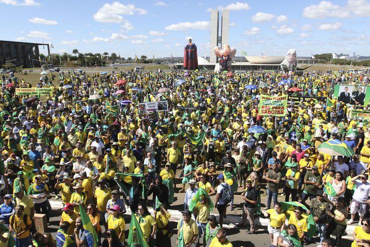 Manifestantes fazem ato pró-Bolsonaro, em defesa da Lava Jato, do ministro Sergio Moro, pela aprovação da reforma da Previdência e do pacote anticrime, em frente ao Congresso Nacional, Brasília.Foto Fabio Rodrigues Pozzebom/Agência Brasil