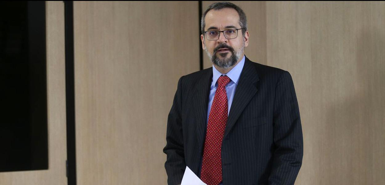 O ministro da Educação, Abraham Weintraub apresenta novidades do Exame Nacional do Ensino Médio (Enem) 2020.