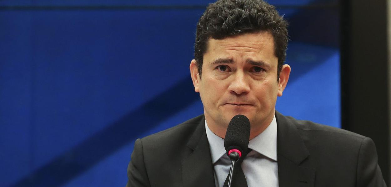 Brasília - O juiz federal Sérgio Moro, responsável pela Operação Lava Jato na primeira instância da Justiça Federal do Paraná, defendeu hoje (4), na Câmara, a revisão das penas mínimas aplicadas em casos de corrupção (José Cruz/Agência Brasil)