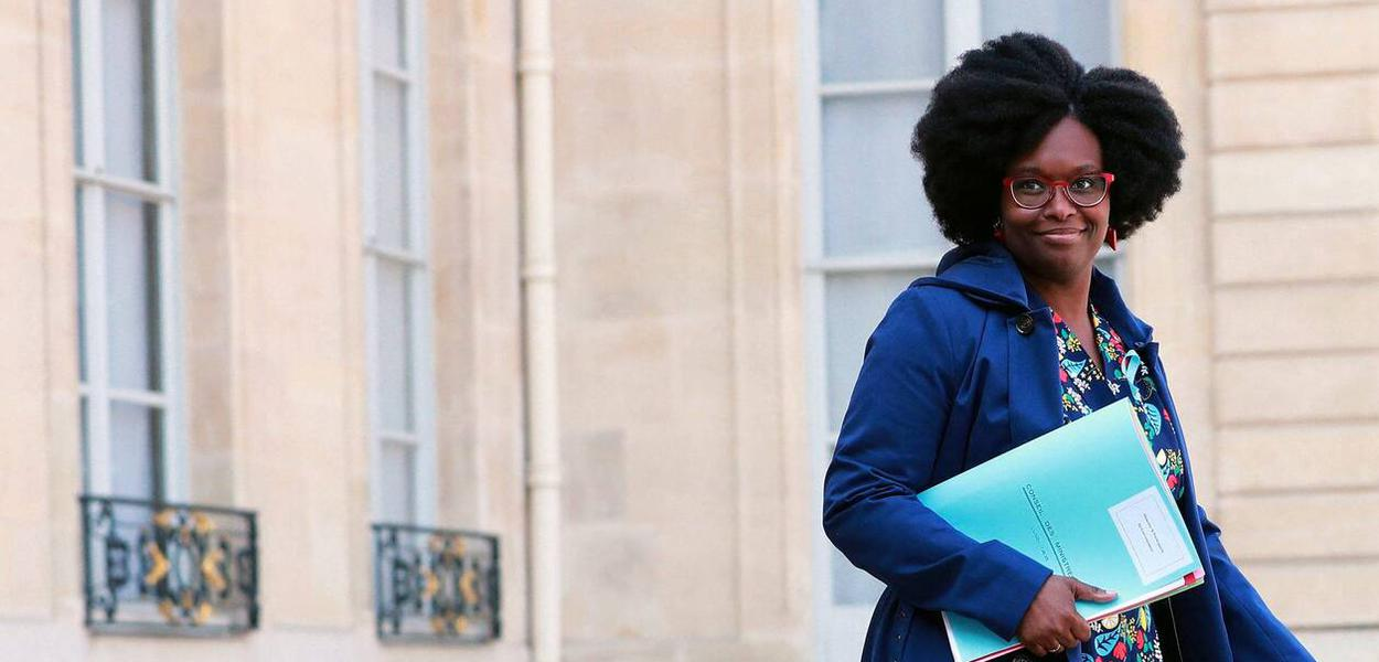 ©CHRISTOPHE PETIT TESSON/EPA/MAXPPP - epa07478177 Newly appointed French Junior Minister and Government's spokesperson Sibeth Ndiaye leaves the weekly cabinet meeting at the Elysee Palace in Paris, France, 01 April 2019.  EPA-EFE/CHRISTOPHE PETIT TESSON