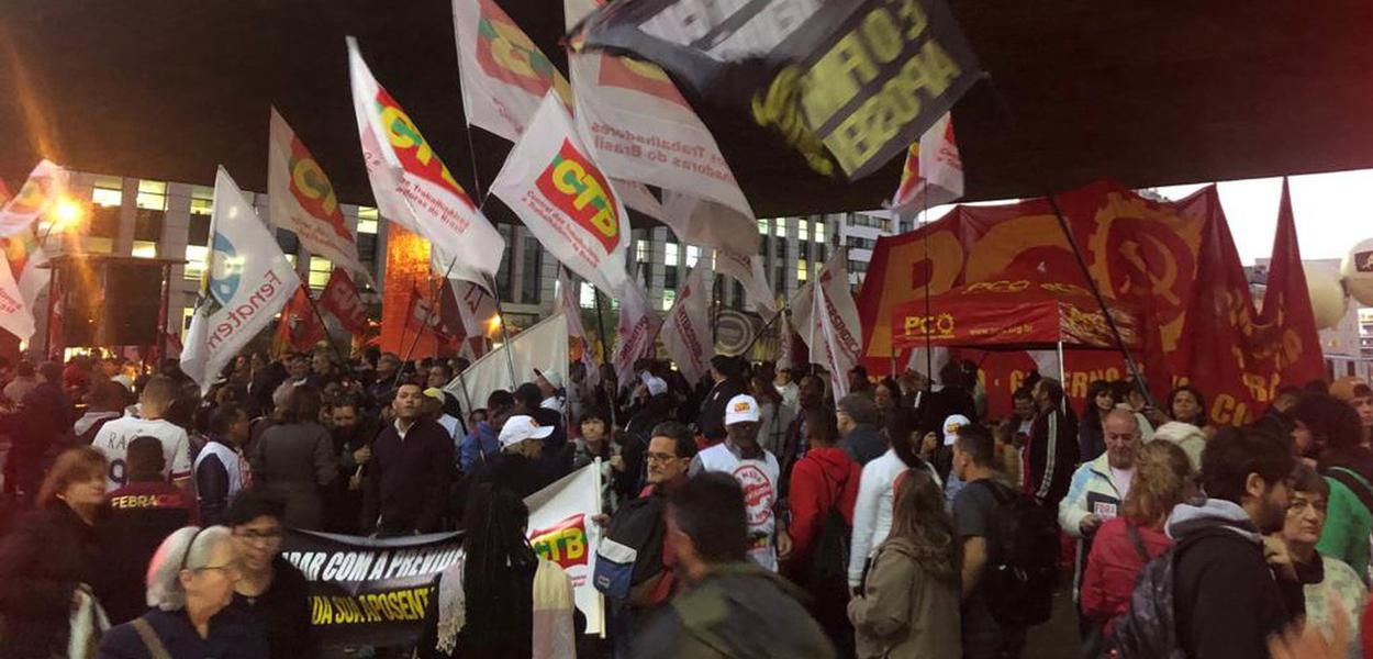 Ato na Paulista contra reforma