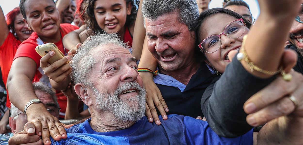 Lula na recepção da caravana na cidade de Inhuma, no Piauí