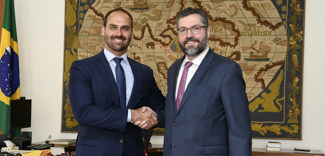 Ministro Ernesto Araújo recebe o deputado federal Eduardo Bolsonaro.
