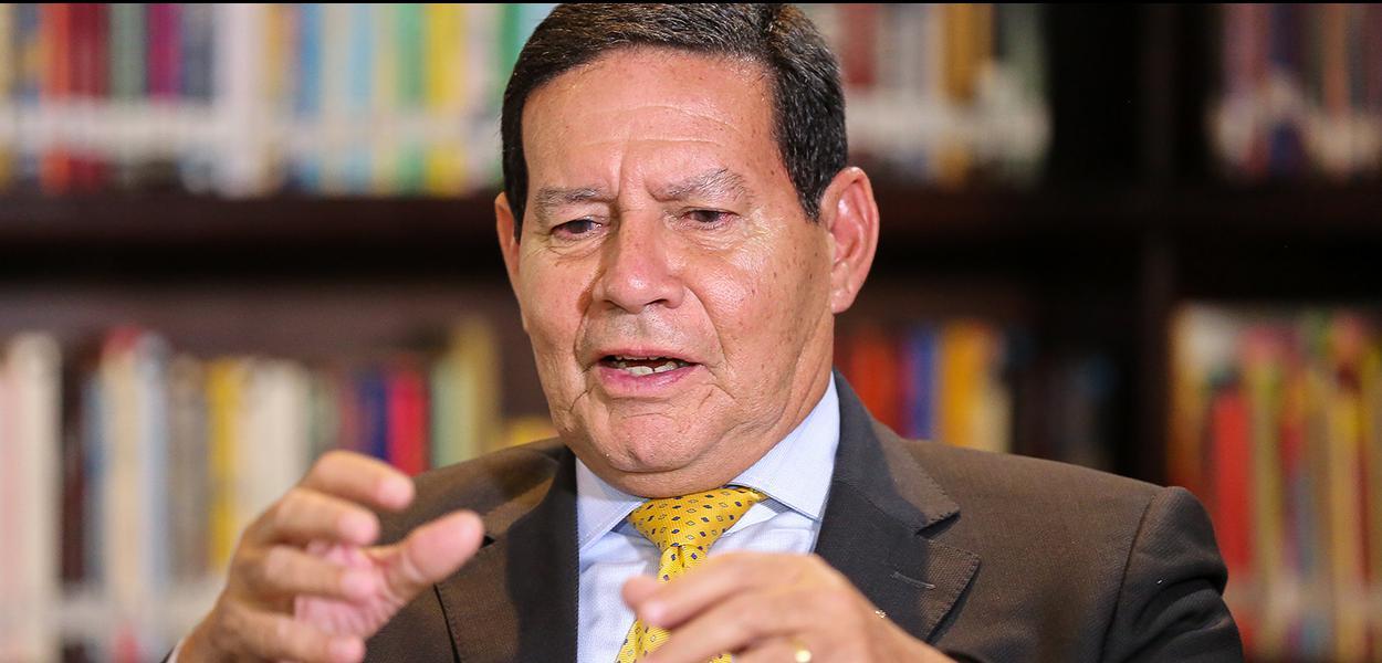 (Curitiba - PR, 28/06/2019) Presidente da República em Exercício Hamilton Martins Mourão concede entrevista à Radio Jovem Pan.\rFoto: Romério Cunha/VPR