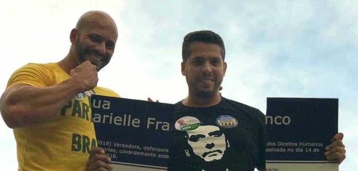 O deputado federal pelo PSL do Rio de Janeiro, Daniel Silveira, quebrou a placa de Marielle