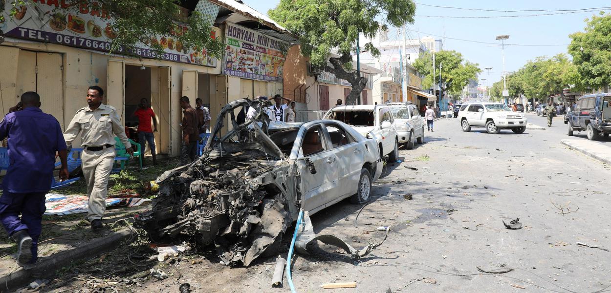 Ataque com carro-bomba em hotel na Somália mata 26