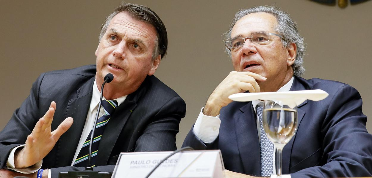 Presidente da República, Jair Bolsonaro durante reunião com o Ministro da Economia, Paulo Guedes.