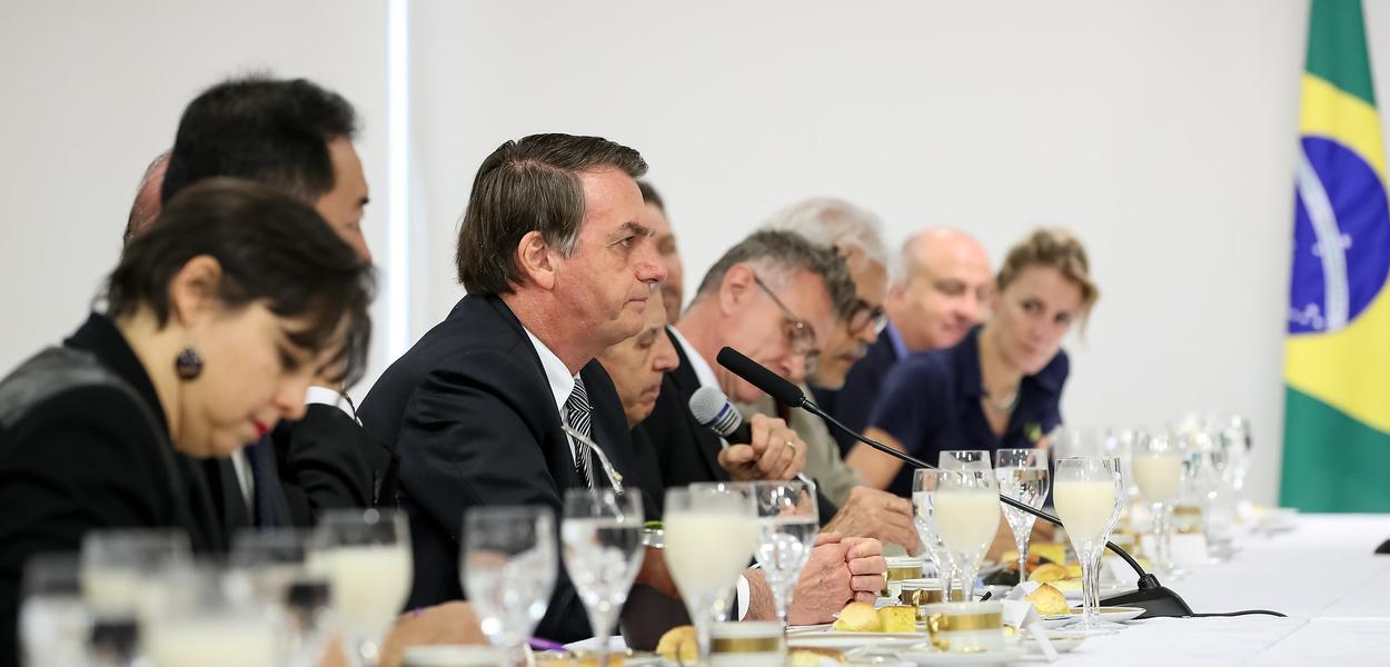 Resultado de imagem para Bolsonaro diz que há 'psicose ambiental' no Brasil, e sinaliza que vai esconder dados sobre desmatamento