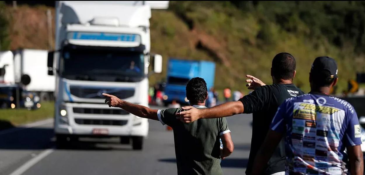 Resultado de imagem para caminhoneiros vão entrar em greve