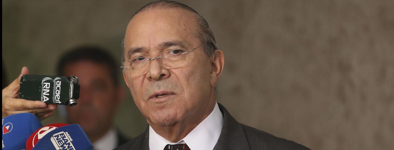 Coordenador da transição, o ministro da Casa Civil, Eliseu Padilha, fala à imprensa, no Palácio do Planalto.
