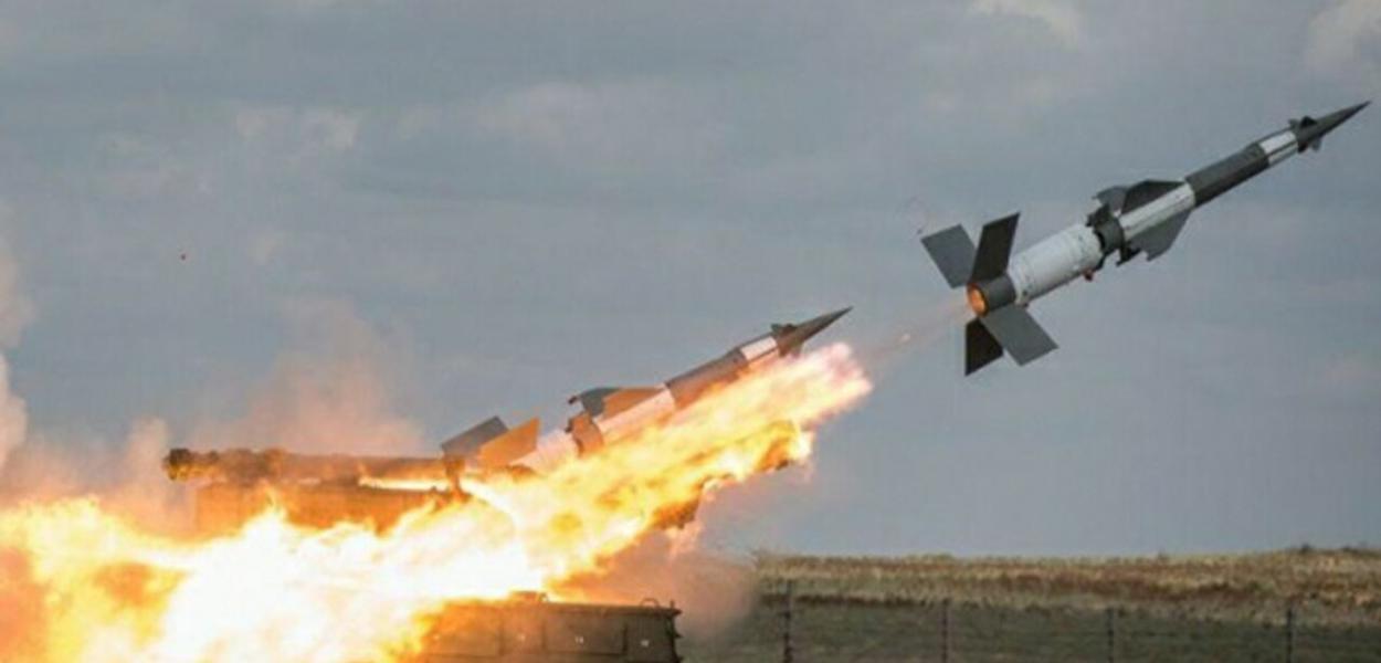 Israel bombardeia Síria