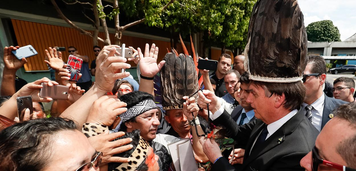 Jair Bolsonaro em Manaus - AM em encontro com indígenas.