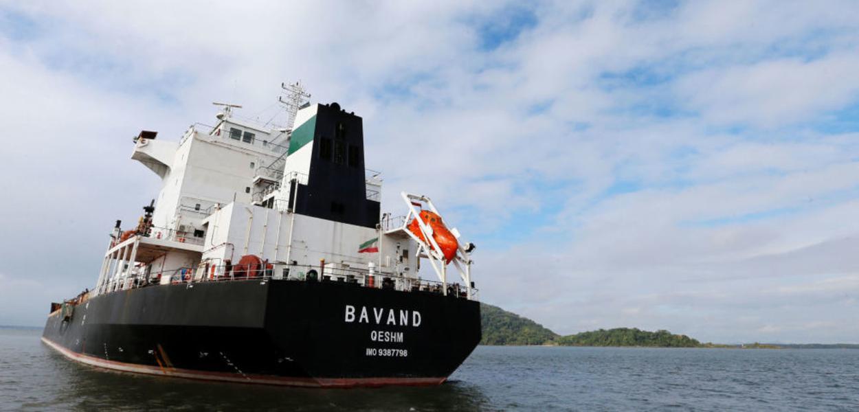 Navios iraniano parado no porto de Paranaguá