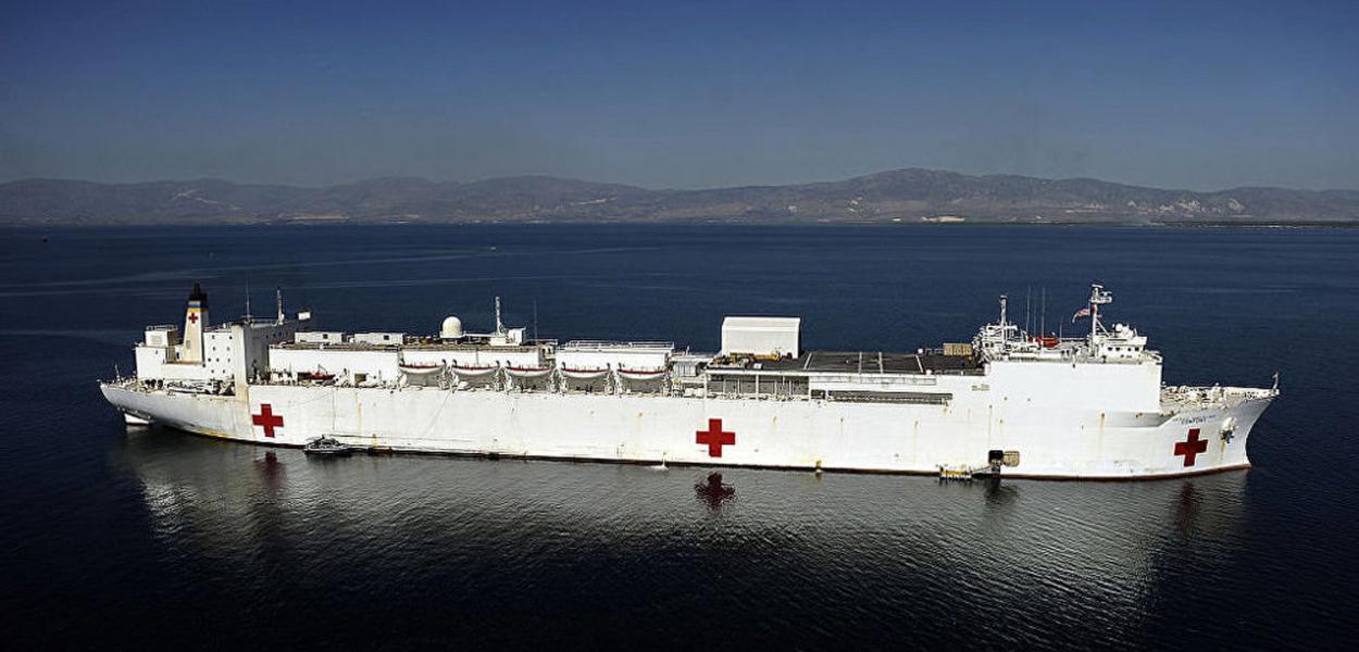 Navio-hospital dos Estados Unidos se aproxima da Venezuela.