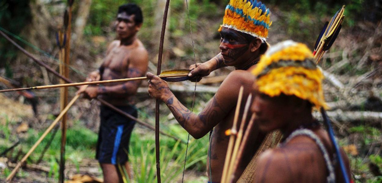 Índios guerreiros da tribo mundurucu