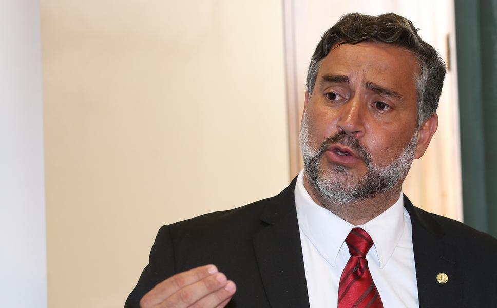 Pimenta denuncia ação criminosa da Justiça contra Lula