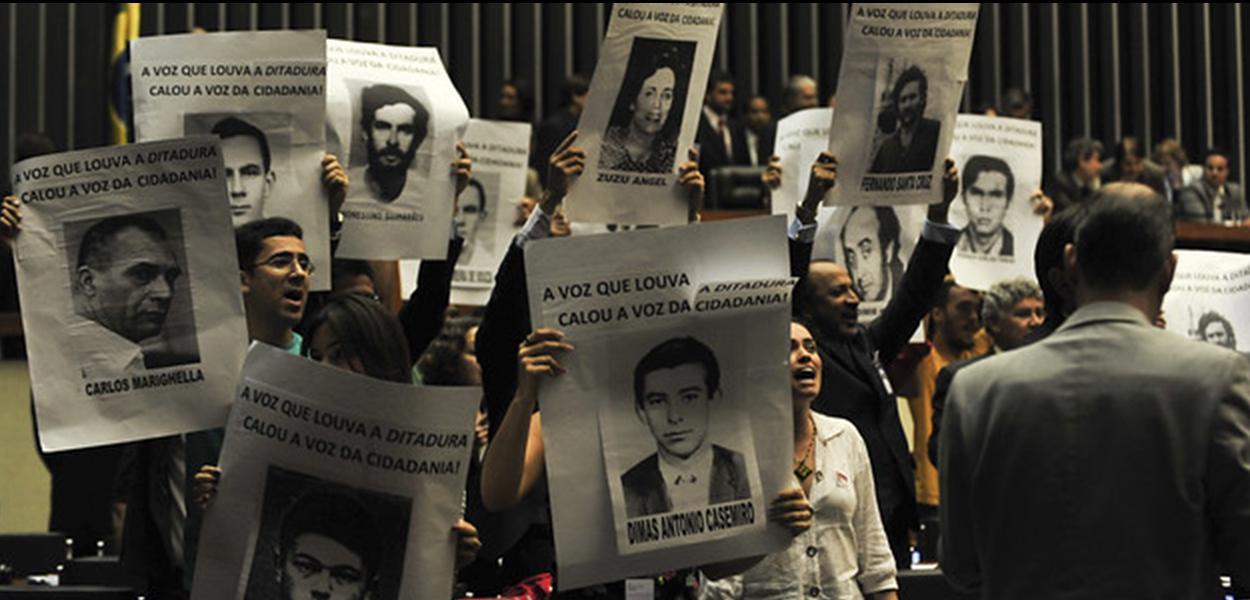 Brasília - Tumulto e confusão marcaram sessão da Câmara do Deputados sobre 50 anos do golpe militar de 1964 (Antonio Cruz/Agência Brasil)