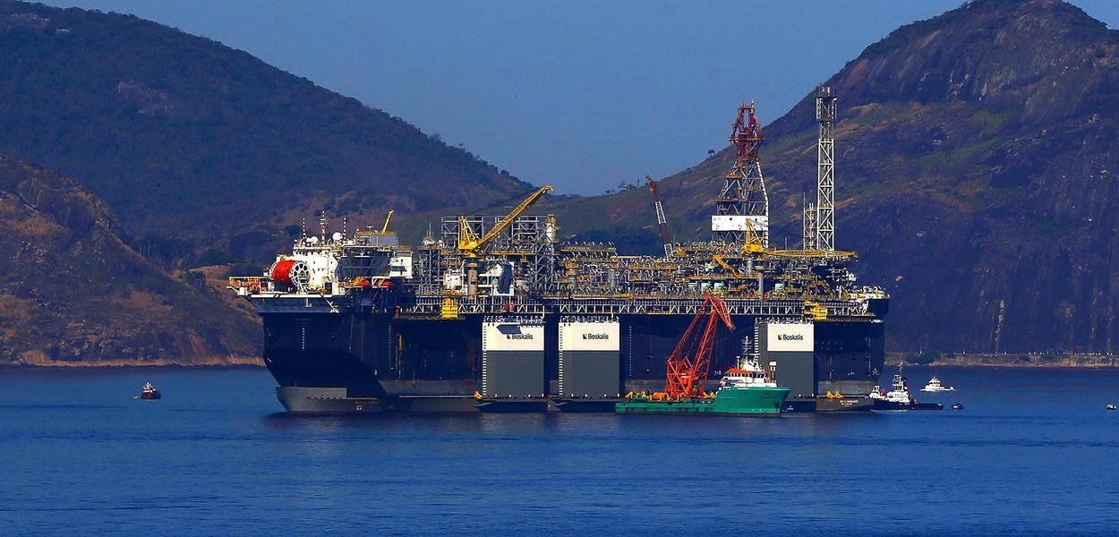A Petrobras anunciou a chegada da plataforma de petróleo, P-67, ancorada na Baía de Guanabara, destinada ao Sistema de Produção do Campo de Lula, no pré-sal da Bacia de