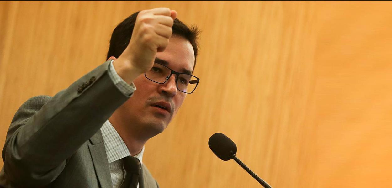 Deltan Dallagnol não quer que Lava Jato investigue escândalo dos Bolsonaro