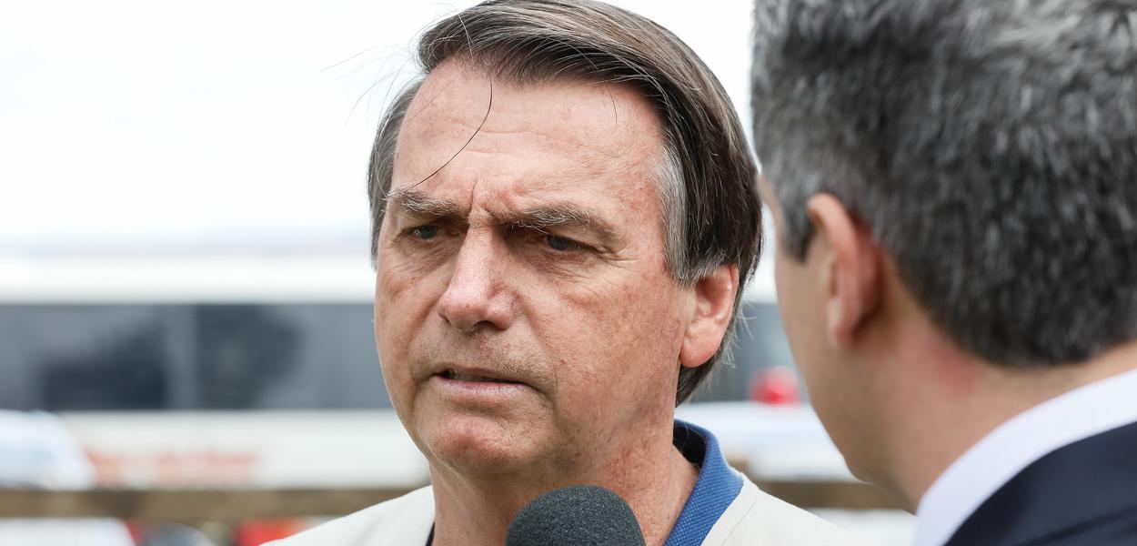 Brasília - Jair Bolsonaro durante entrevista para a TV Bandeirantes.