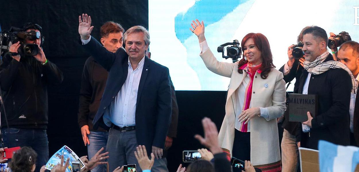 Presidenciável argentino Alberto Fernández e sua vice, Cristina Kirchner.
