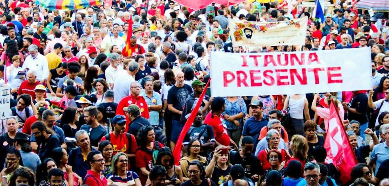 População de Belo Horizonte se mobiliza em defesa da Educação
