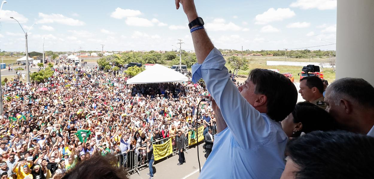 Bolsonaro discursa em Parnaíba, no Piauí