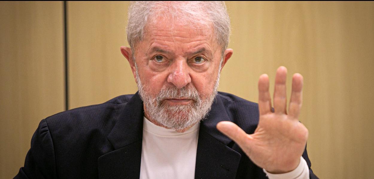 Entrevista com o ex-presidente Lula, na Superintendência da Polícia Federal, em Curitiba.