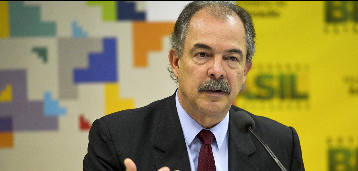 Brasília - O ministro da Educação, Aloizio Mercadante, participa do 1º Encontro Nacional dos Fóruns Permanentes de Educação, com o tema Direito à educação para sociedade democrática (JoséCruz/Agência Brasil)