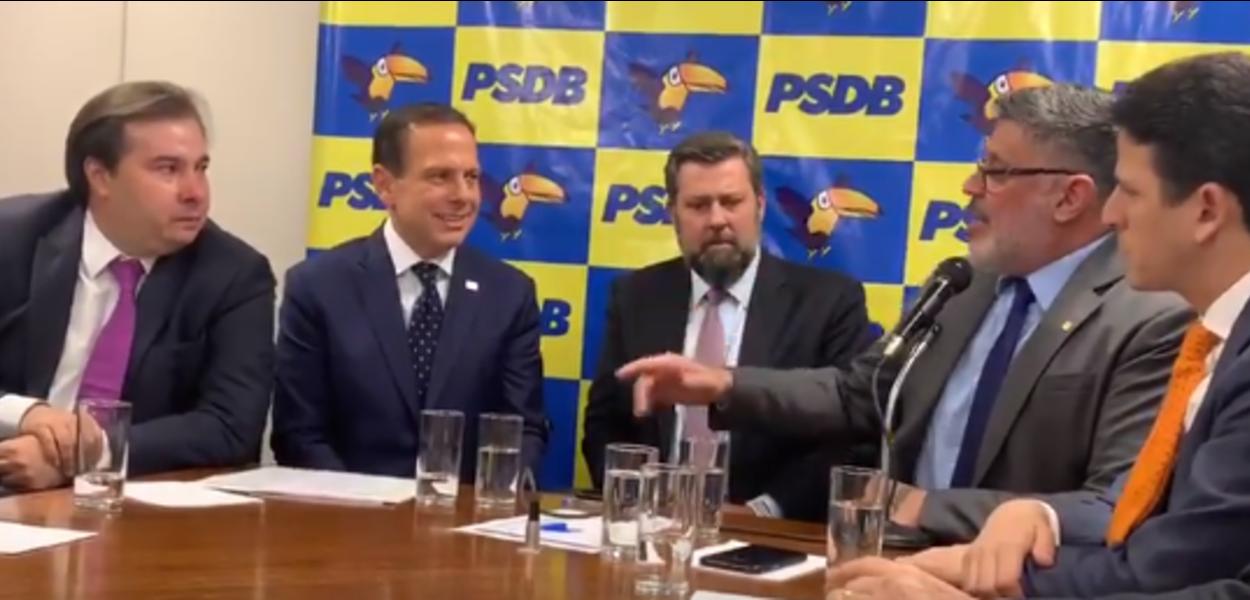 Frota e Maia choram em conversa sobre filiação ao PSDB