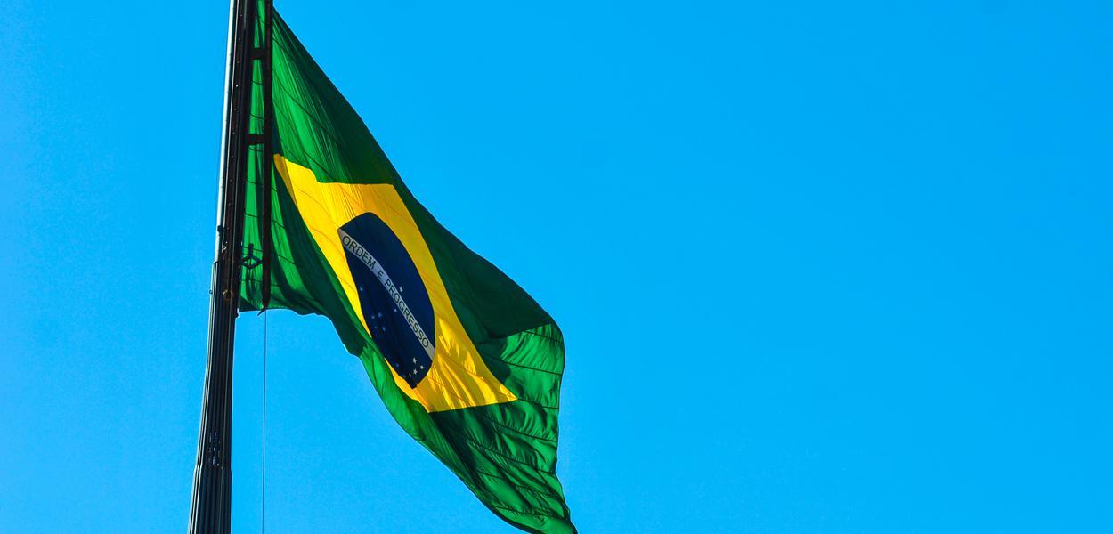 Troca da Bandeira Nacional marca festividades do aniversário de Brasília.