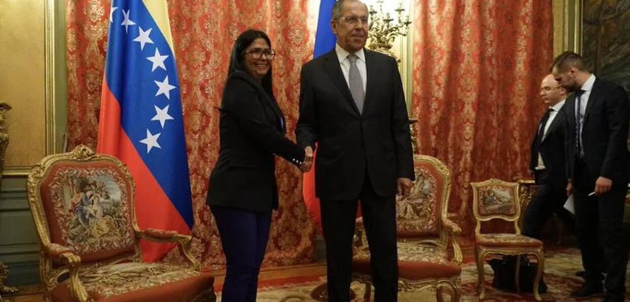 Sergey Lavrov e Delcy Rodríguez