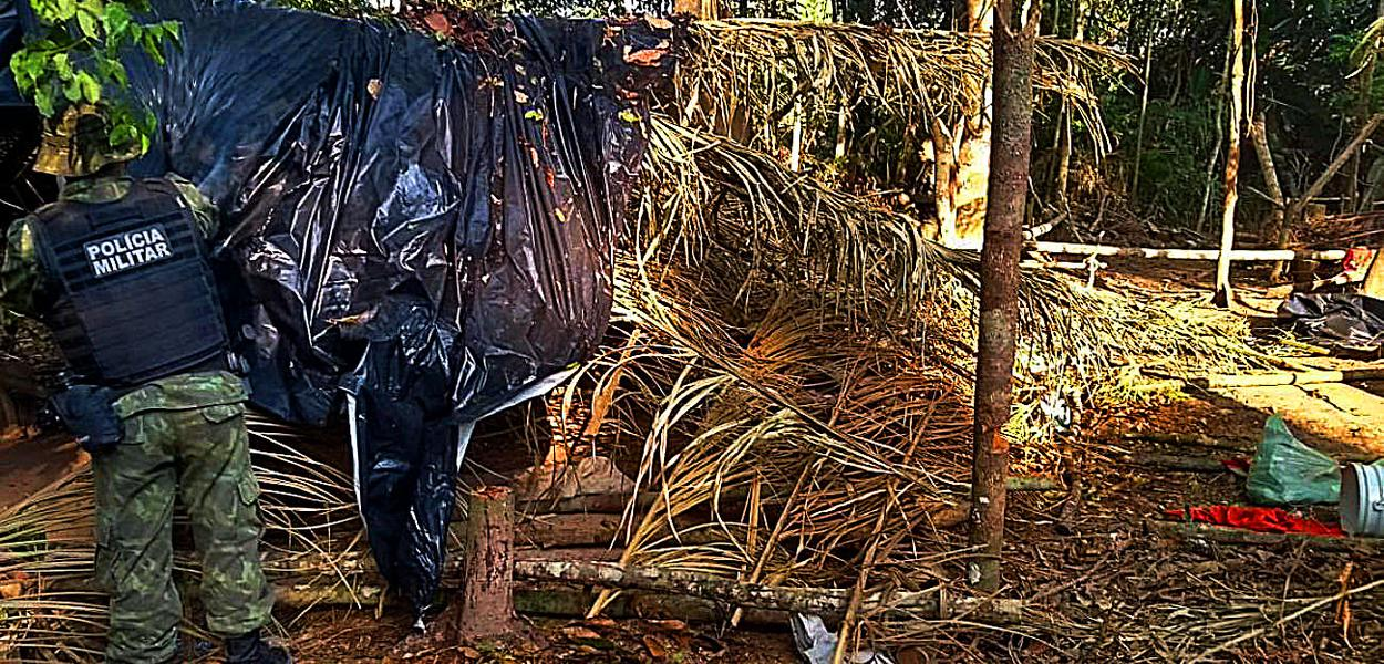 Dois acampamentos improvisados foram destruídos dentro da Área de Proteção Ambiental Triunfo do Xingu, entre Altamira e São Félix do Xingu.
