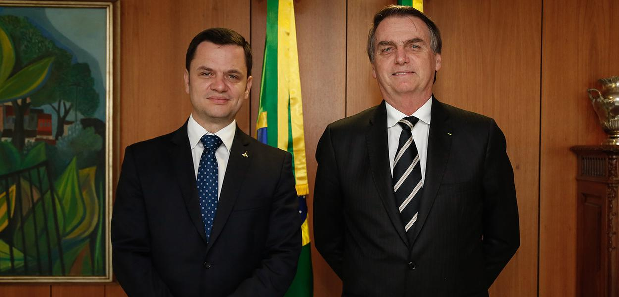 Jair Bolsonaro durante encontro com o Secretário de Segurança Pública do DF, Anderson Gustavo Torres.