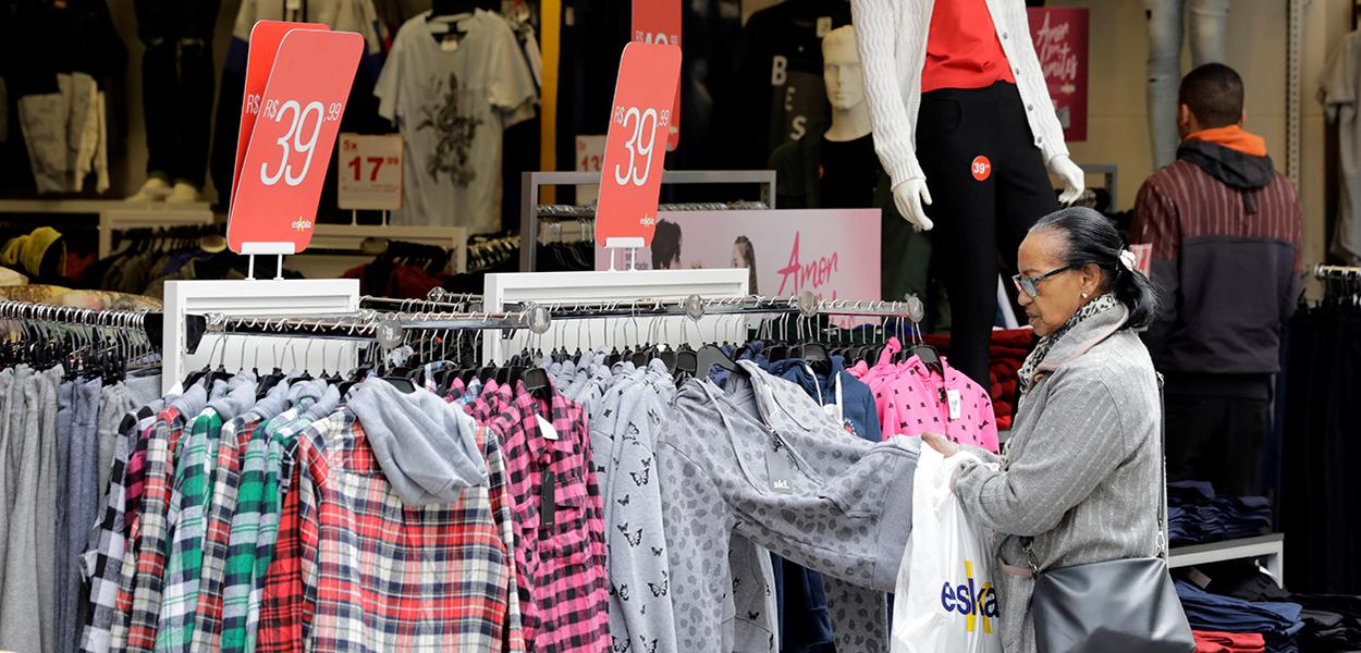 Consumidores brasileiros em São Paulo