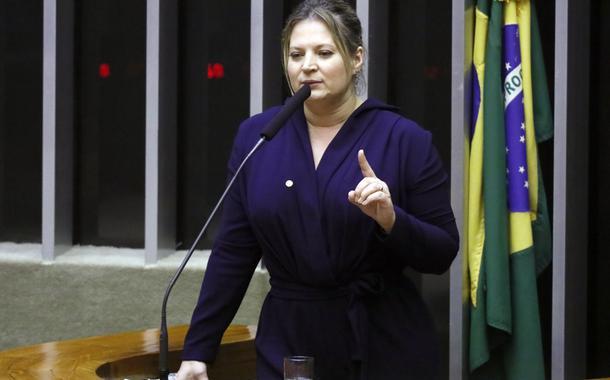 Joice denuncia milícia digital dos bolsonaristas