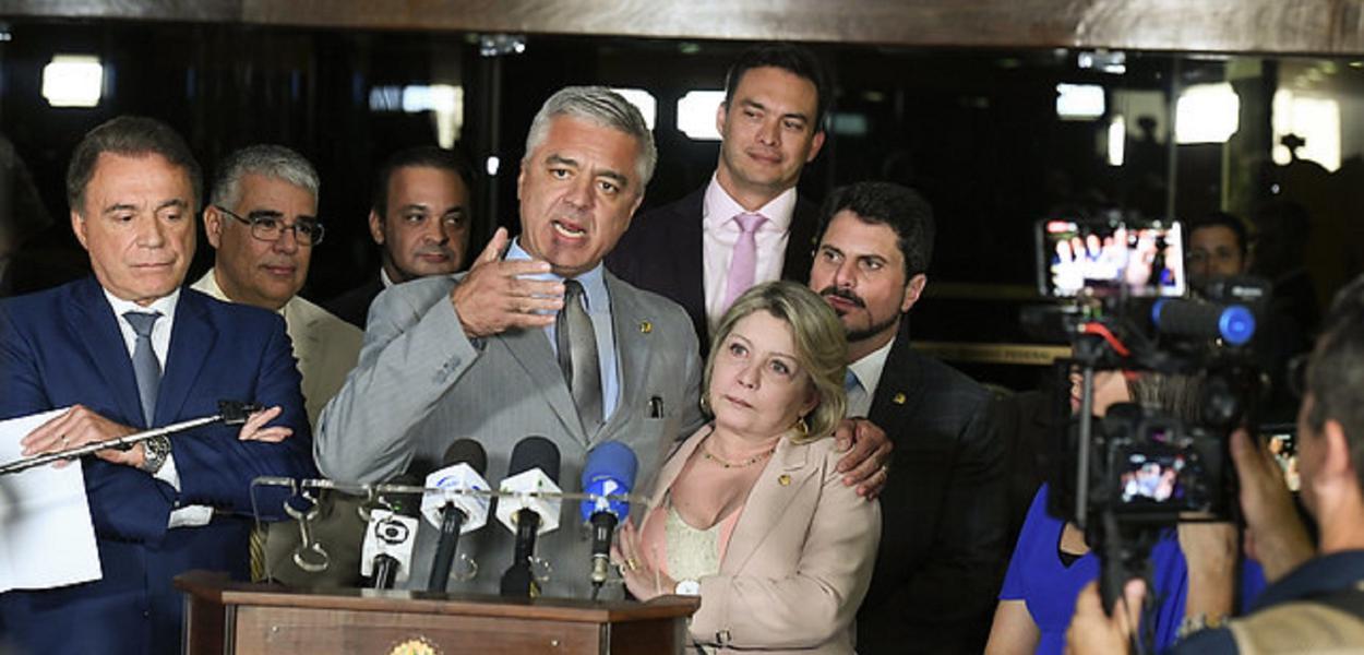 Senadora Selma Arruda (PSL-MT) anuncia sua saída do PSL, e sua filiação ao Podemos. \r\rSenador Major Olimpio (PSL-SP) concede entrevista.\r\rParticipam:\rdeputado José Medeiros (Podemos-MT);\rsenador Alvaro Dias (Podemos-PR);\rsenador Marcos Rogério (DEM-RO); \rsenador Styvenson Valentim (Podemos-RN).\r \rFoto: Roque de Sá/Agência Senado