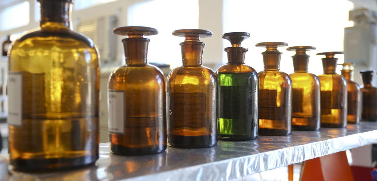Medicamentos em laboratório