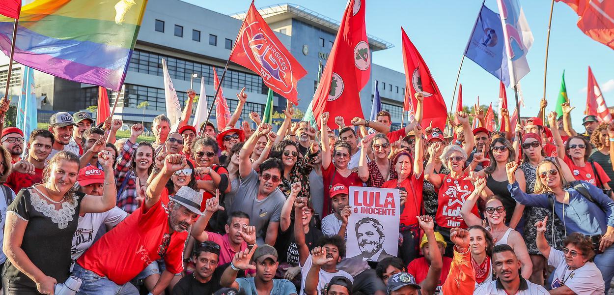 Resultado de imagem para Lula quer viajar pelo Brasil e fortalecer oposição a Bolsonaro