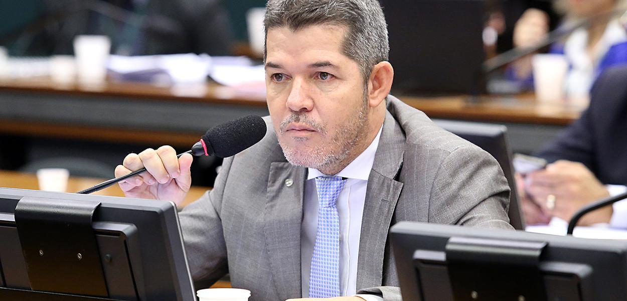 Patrimônio de Delegado Waldir cresce 254% em 4 anos, diz TRE