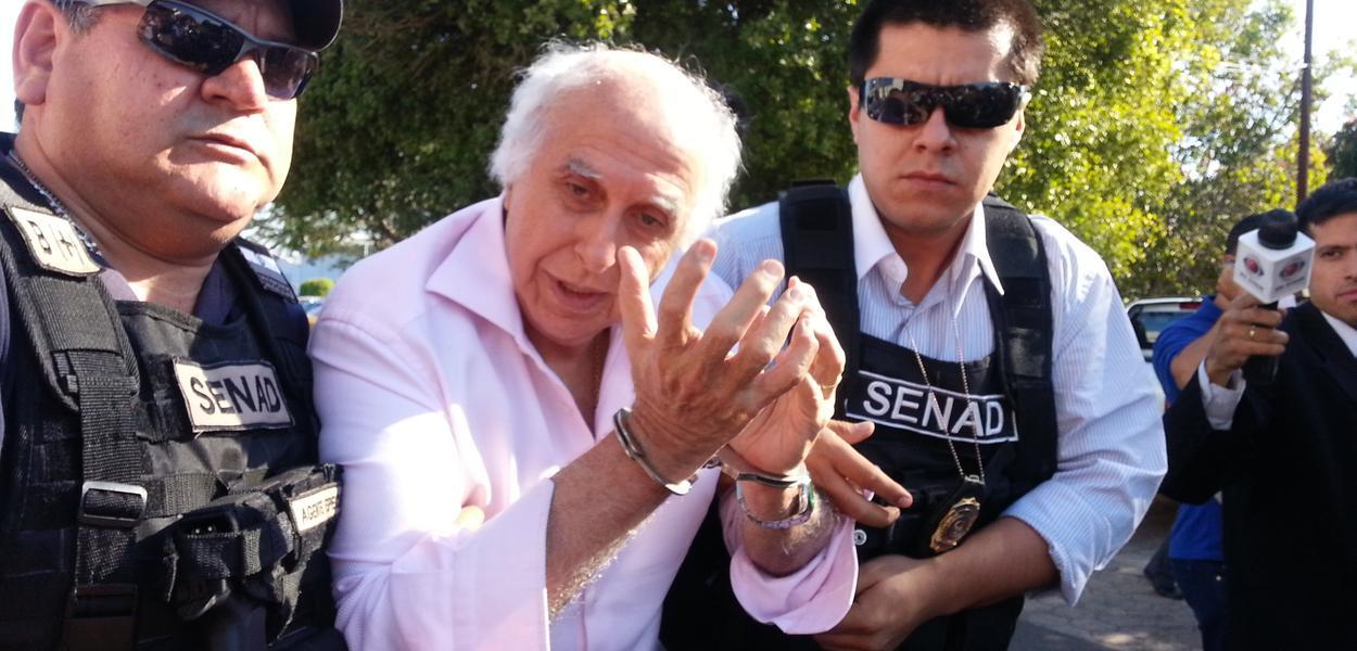O Supremo Tribunal Federal (STF) determinou que o ex-médico Roger Abdelmassih deixe a Penitenciária de Tremembé, no interior paulista, e volte a cumprir pena em prisão domiciliar; Roger Abdelmassih foi condenado a 181 anos de prisão por 48 estupros de 37 de suas pacientes; expectativa é que, devido ao plantão judiciário no final de semana, ele deixe a penitenciária na segunda-feira (2)