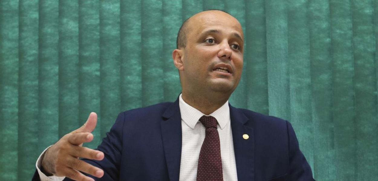 Vitor Hugo vai perder o posto para um representante do Centrão