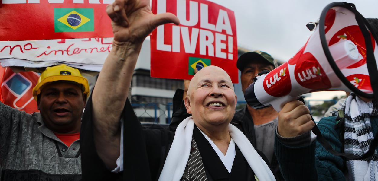 Monja Cohen visita o ex-presidente Lula