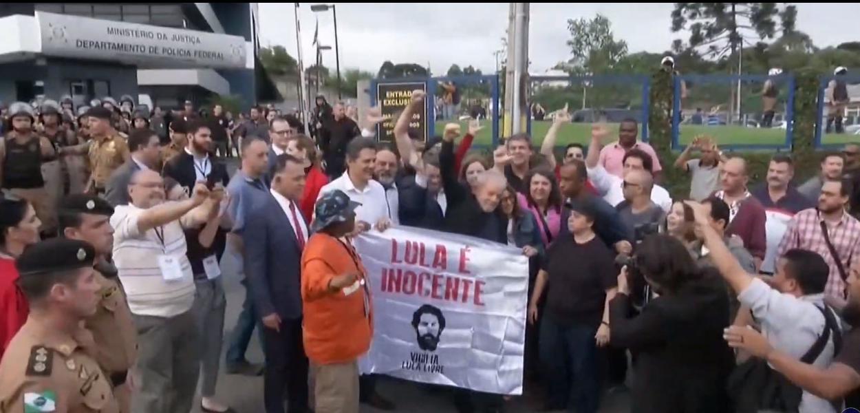 Ex-presidente Lula deixa prisão em Curitiba. Foto: Reprodução