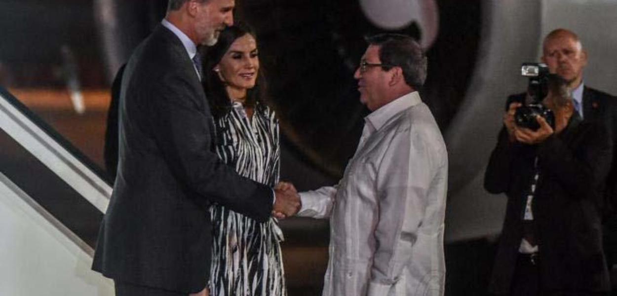 Reis da Espanha chegam em Cuba, recebidos pelo Chanceler Bruno Rodríguez