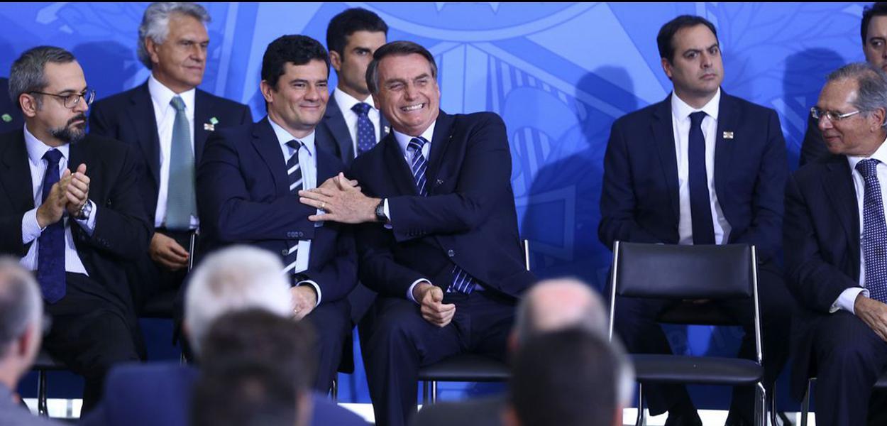 O ministro da Justiça e Segurança Pública, Sergio Moro e o  presidente Jair Bolsonaro, participam da solenidade de Lançamento do Projeto em Frente Brasil