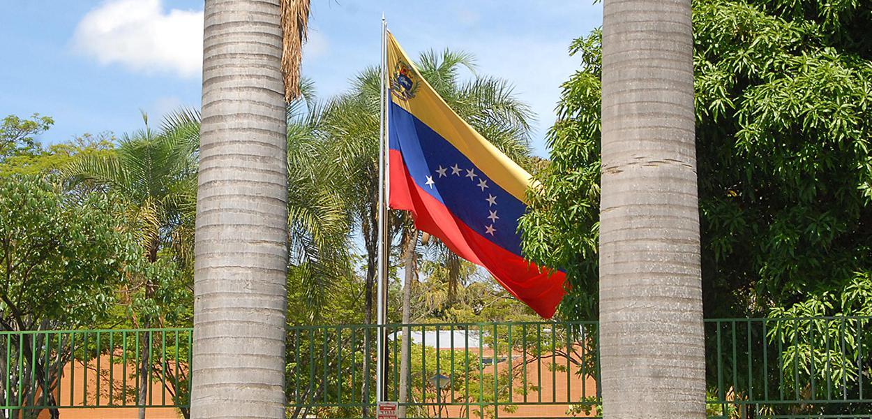 Срочная новость - посольство Венесуэлы в Бразилиа захвачено  экстремистами